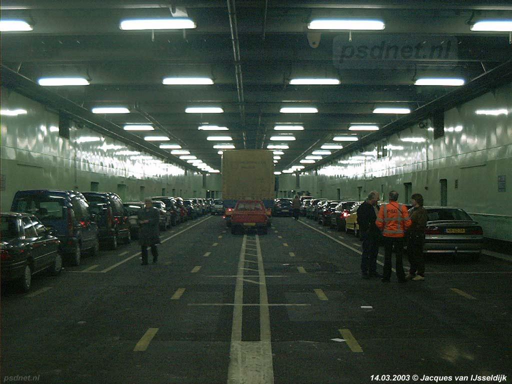 De laatste auto's die over de Westerschelde zijn vervoerd