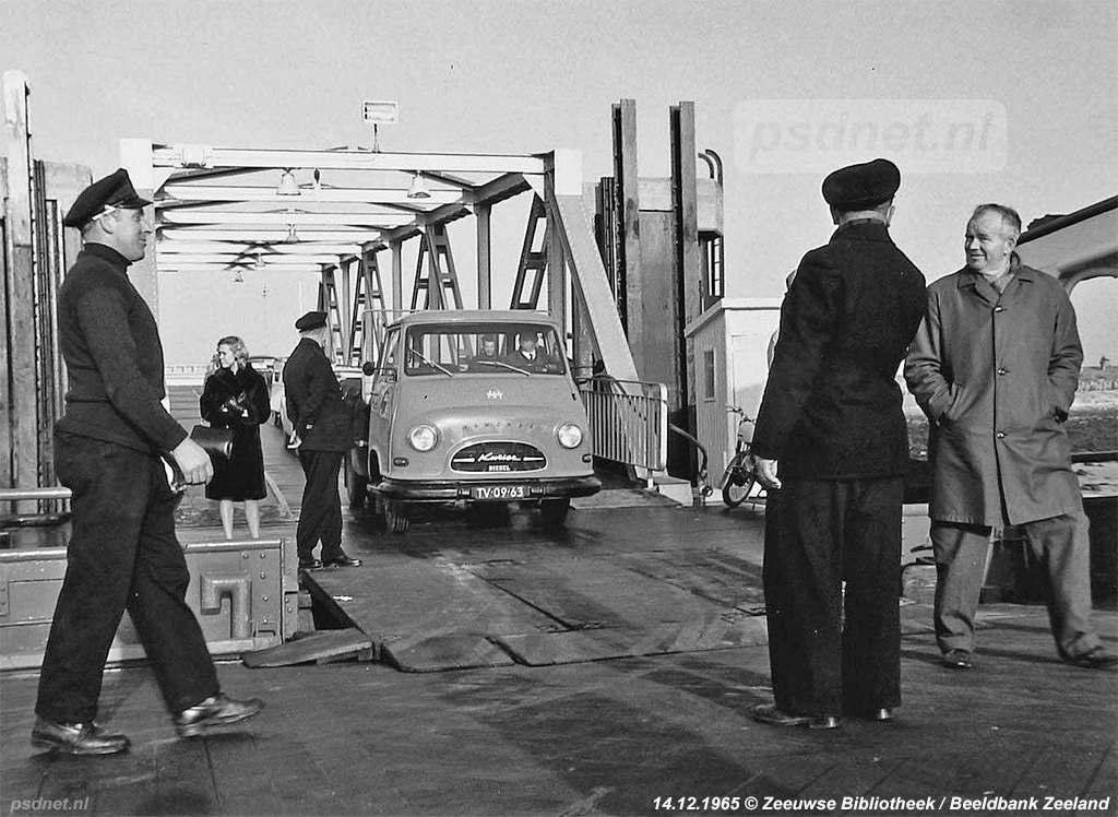 Het laden van een zijladingsveerboot was soms een lastige klus met veel puzzelen en meten