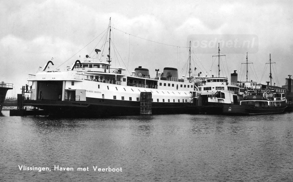 De Zeeuwse veerboten Prinses Beatrix, Prins Hendrik en Oosterschelde in de Binnenhaven van Vlissingen