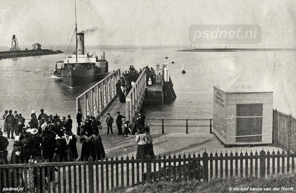 De aanlegsteiger voor veerboten in de haven van Terneuzen