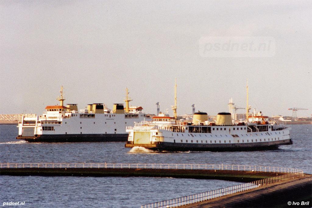 Tussen 1986 en 1995 kwam het regelmatig voor dat op de veerdienst Vlissingen-Breskens een enkeldekker en een dubbeldekker in de vaart waren. Normaal gezien de Juliana met de Prinses Beatrix of Margriet. Deze combinatie met de Koningin Beatrix en de Margriet is unieker.