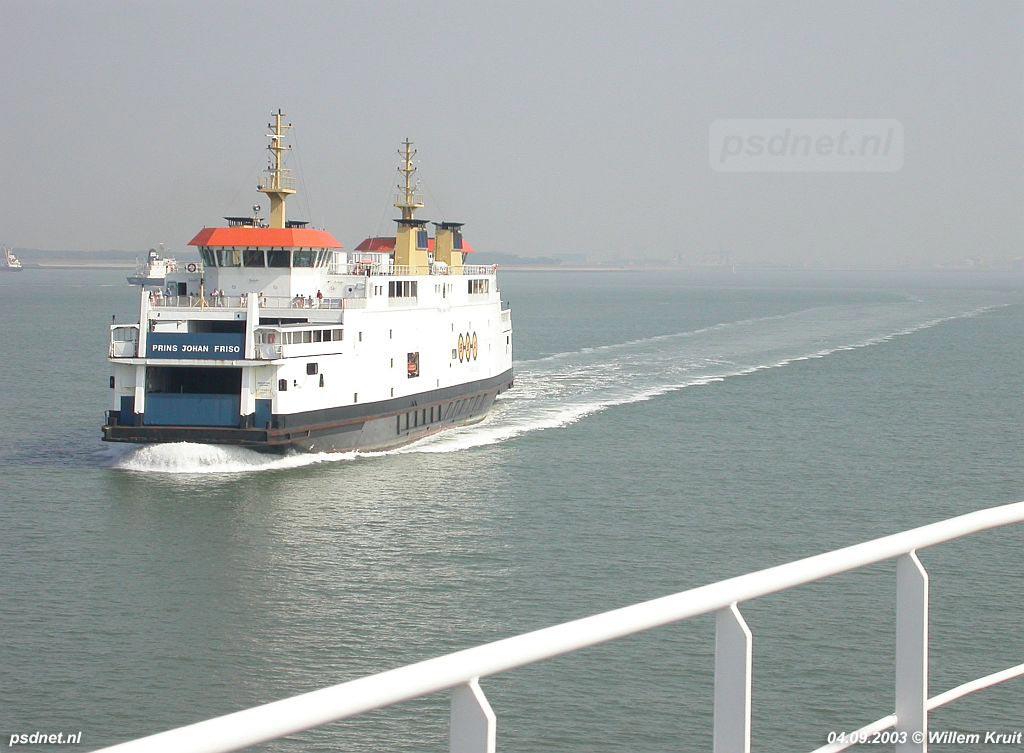 Tot de SWATH-veerboten klaar waren hebben de voormalige PSD-schepen gevaren als voetveer, zonder auto's en zonder buffet