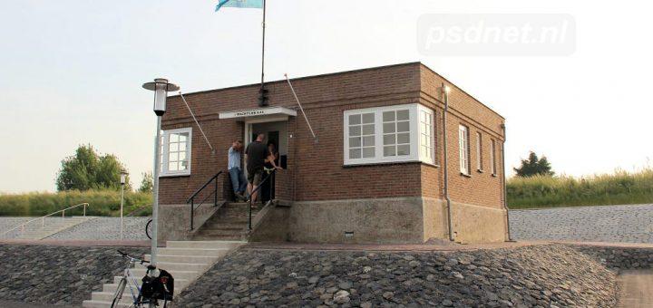 Wachtlokaal-Hoedekenskerke-in-2013